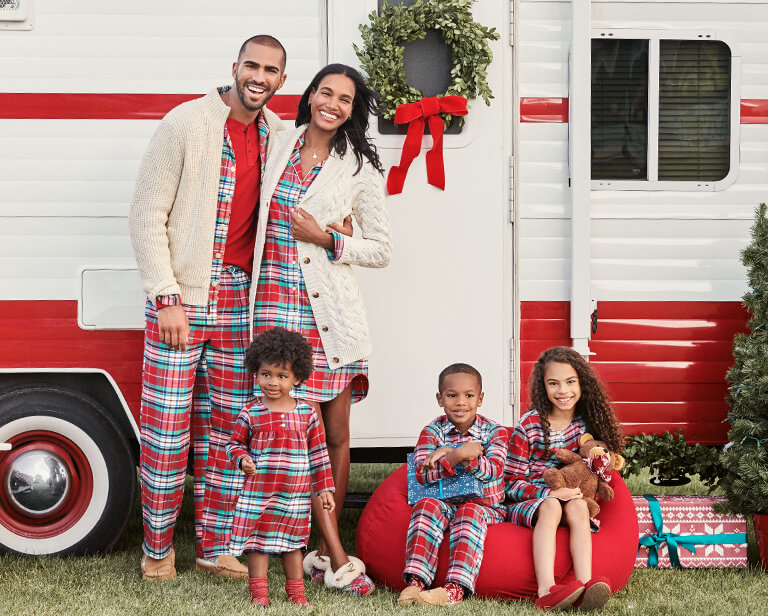 Matching Family Christmas Pajamas.Holiday Party Idea Matching Family Christmas Pajamas
