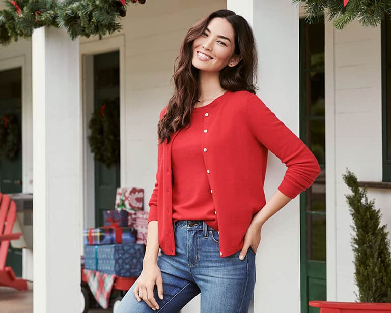 How to Choose Flattering Women's Sweaters for a Stunning Look